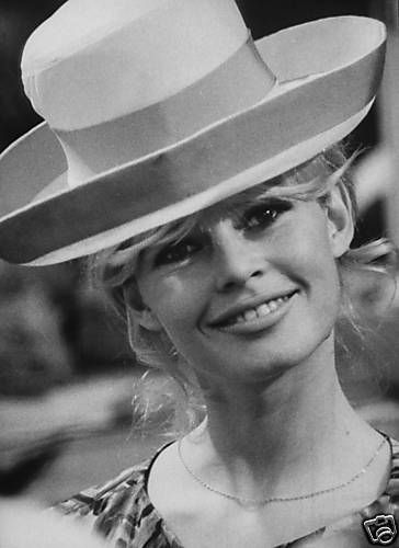 bb-theme-chapeau-1960s-boutique-03-2