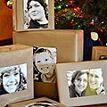 Des portraits à la place des étiquettes sur les paquets cadeaux de noël