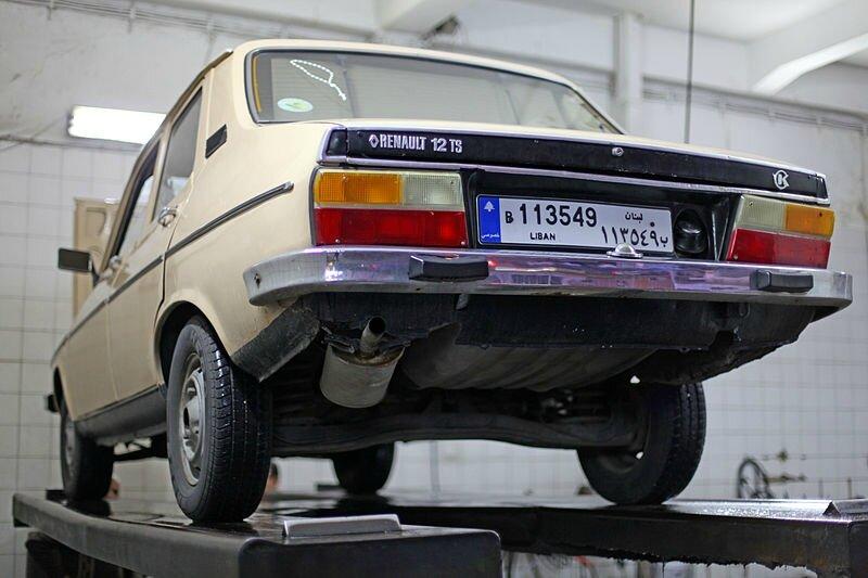 800px-Renault_12TS_rue_armenie