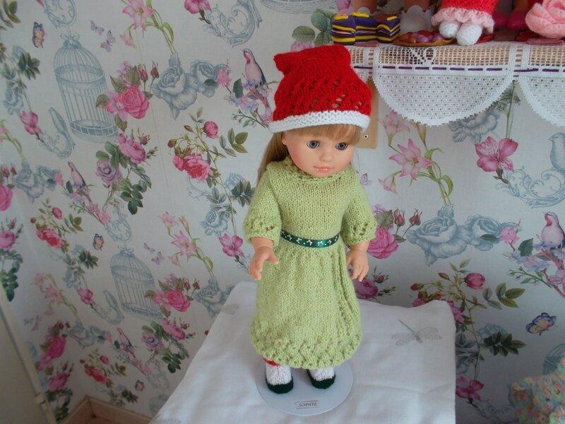 Sophie porte la robe de noël de Nadia 1