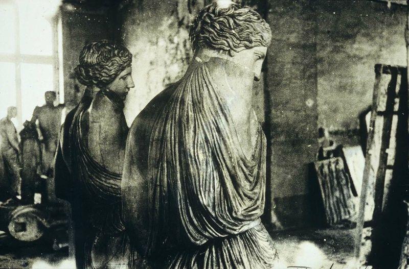deborah turbeville statues