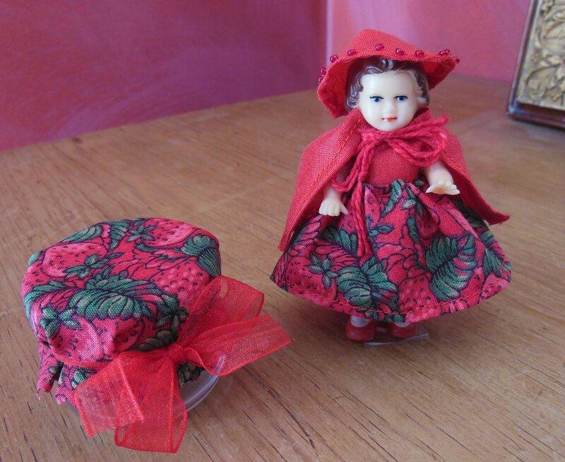 Petit chaperon rouge ARI et son pot de fraises (2)