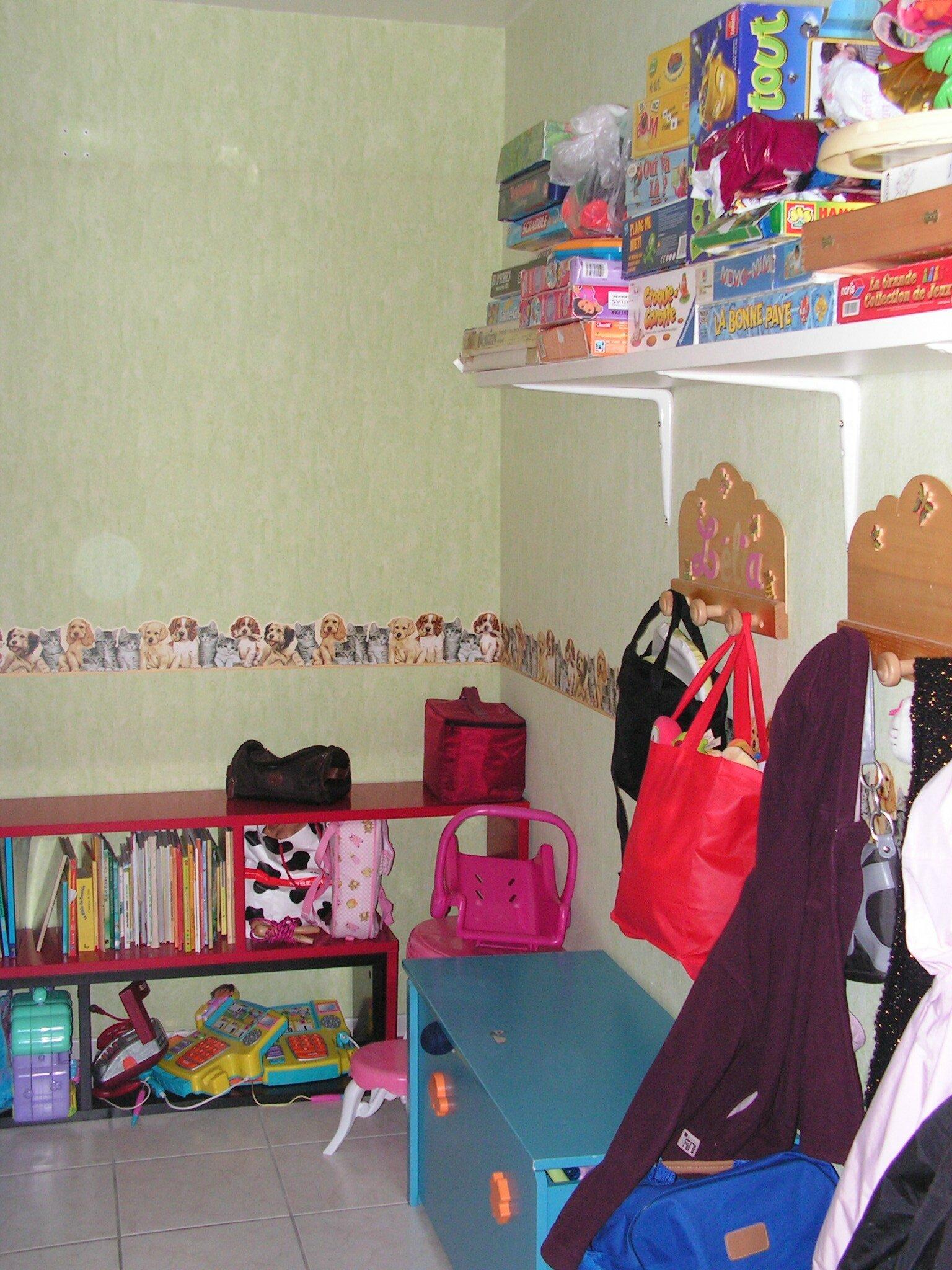 la salle de jeux une journ e chez la nounou. Black Bedroom Furniture Sets. Home Design Ideas