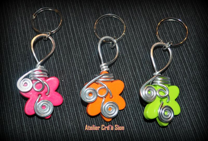 Porte cle fleurs multicolores au choix atelier cr 39 sion l 39 univers du fait main - Fabriquer porte cle ...