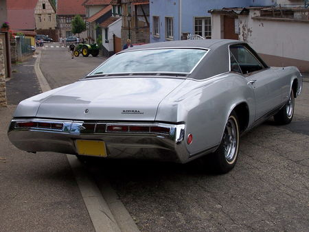 BUICK_Riviera_Hardtop_Coupe___1969__2_