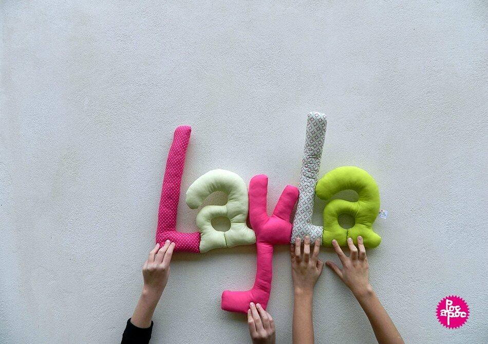 layla ,mot en tissu,mot decoratif,cadeau de naissance,decoration,chambre d'enfant,cadeau personnalise,cadeau original,poc a poc,blog