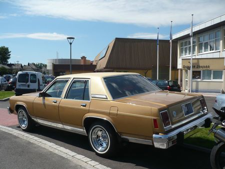 FORD Ltd Landau 4door Sedan 1979 Seltz (2)