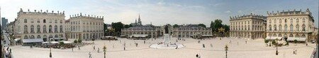 800px_Panorama_place_stanislas_nancy_2005_06_15