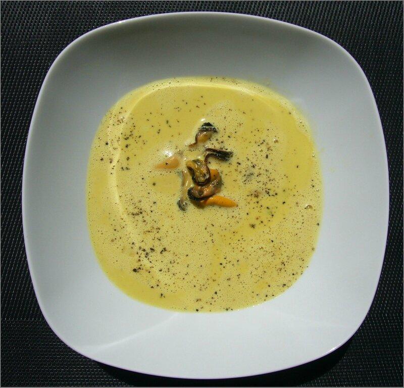 Soupe de moules au curcuma