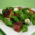 Salade de fves  la menthe, copeaux de speck grill et billes de mozzarelle