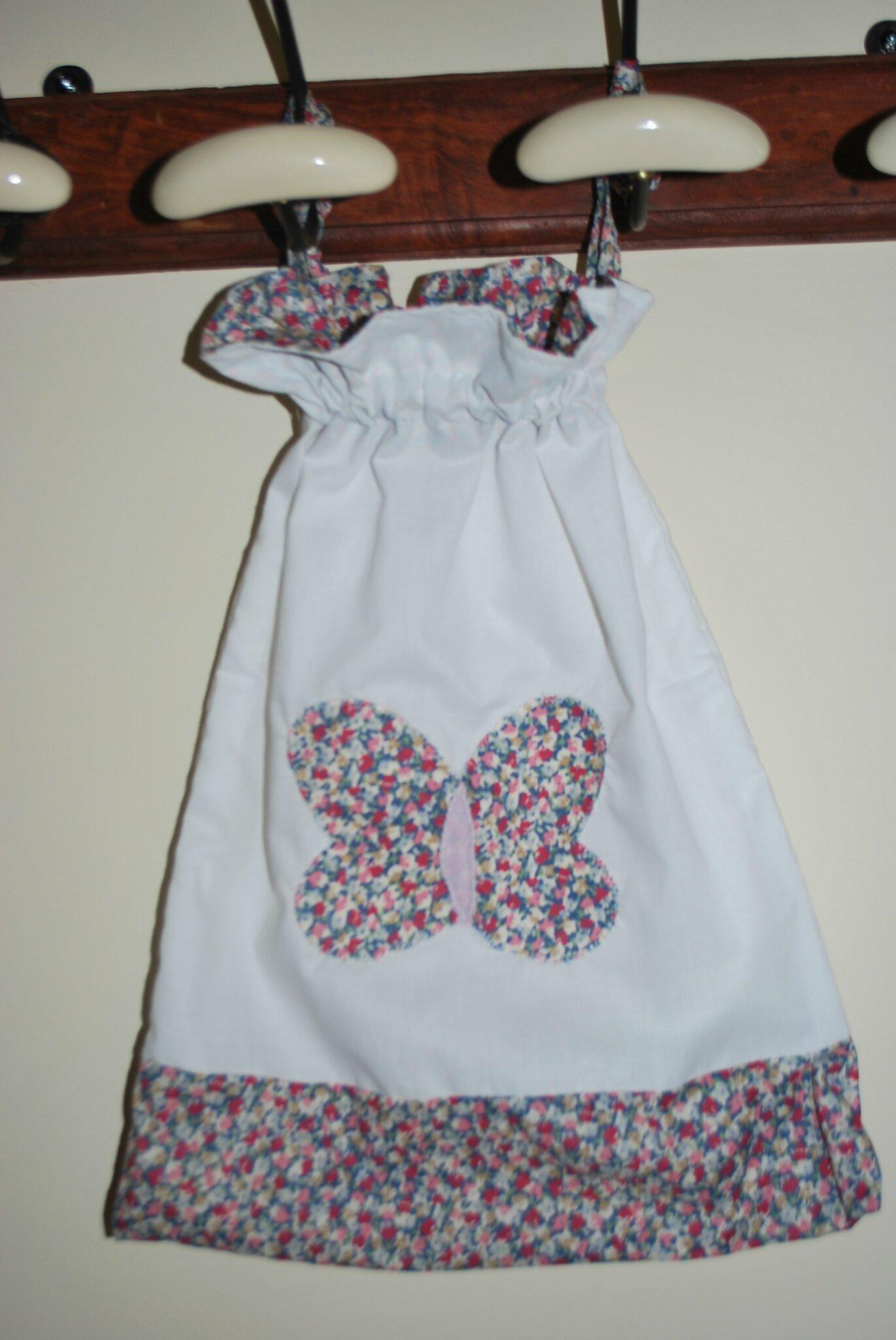 petite bourse fille tissu liberty motif papillon appliqu photo de sac tout various bag. Black Bedroom Furniture Sets. Home Design Ideas