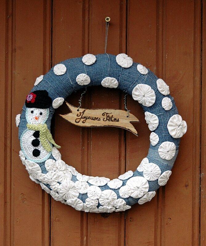 Couronne de porte récup jeans et crochet bonhomme de neige