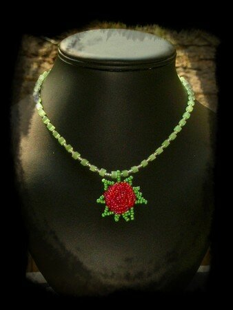 Collier_bouton_rose