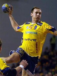 pawel_podsiadlo_va_troquer_le_maillot_jaune_du_champion_de_pologne_kielce_pour_le_violet_du_sahb