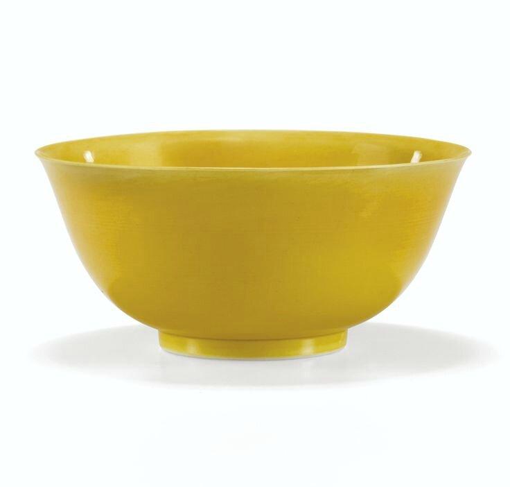 Bol en porcelaine à glaçure jaune, Marque et époque Qianlong