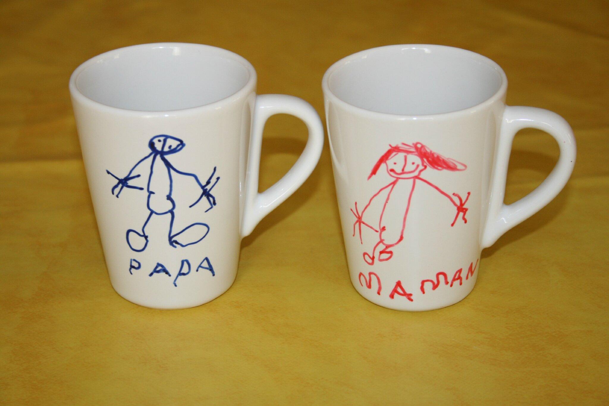 tasses empreintes de mains et dessins avec de la peinture et des marqueurs pour porcelaine. Black Bedroom Furniture Sets. Home Design Ideas