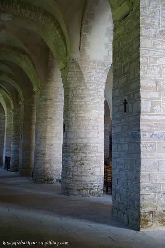 J2 baume abbaye piliers
