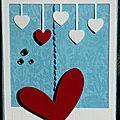 carte avec polaroïde et coeurs suspendus, touche de broderie