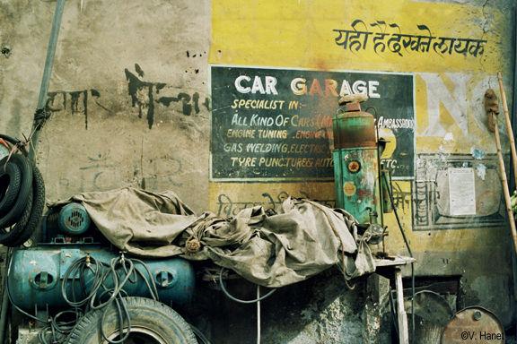 001 Garage, Dehli