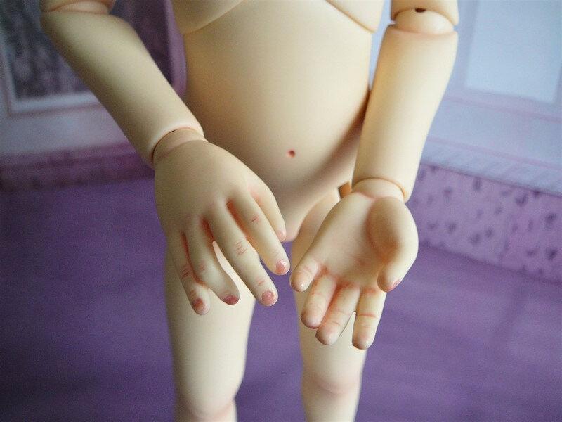 11 Détail des mains