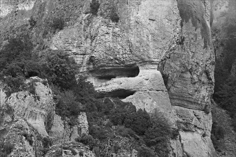 Haut Aragon juin 2017 J4 Guara Rodellar 11 Masclun falaises trouées nb