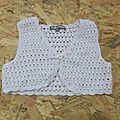 Gilet en crochet blanc taille 4 ans vynil fraise (elodie)