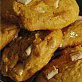 Gros plan sur des cookies potiron & pepites de chocolat blanc