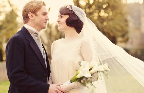 downton-anney-s3e1-mary-and-mathew-crawley-wedding-2012-x-500