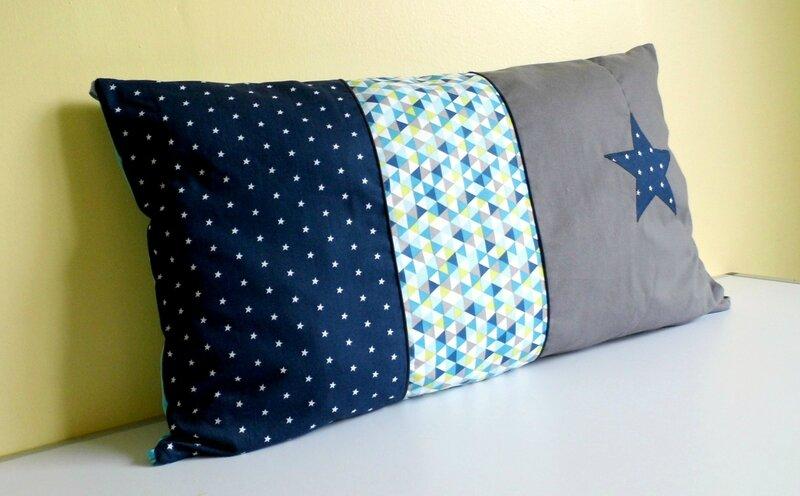 Coussin tour de lit étoile bleu marine gris triangles