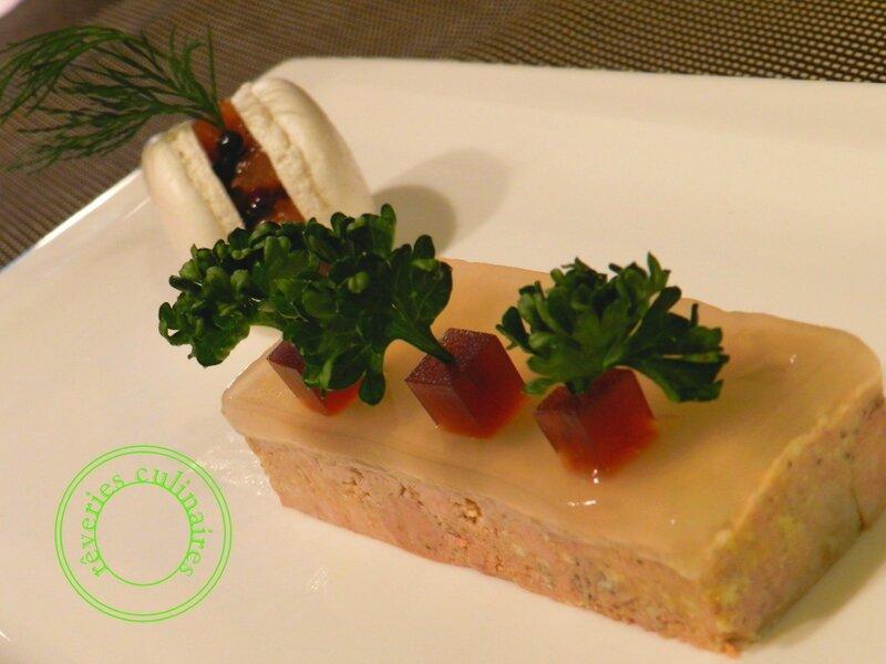 Foie gras de canard, gelée poire et cubisme de porto; macaron chutney poire