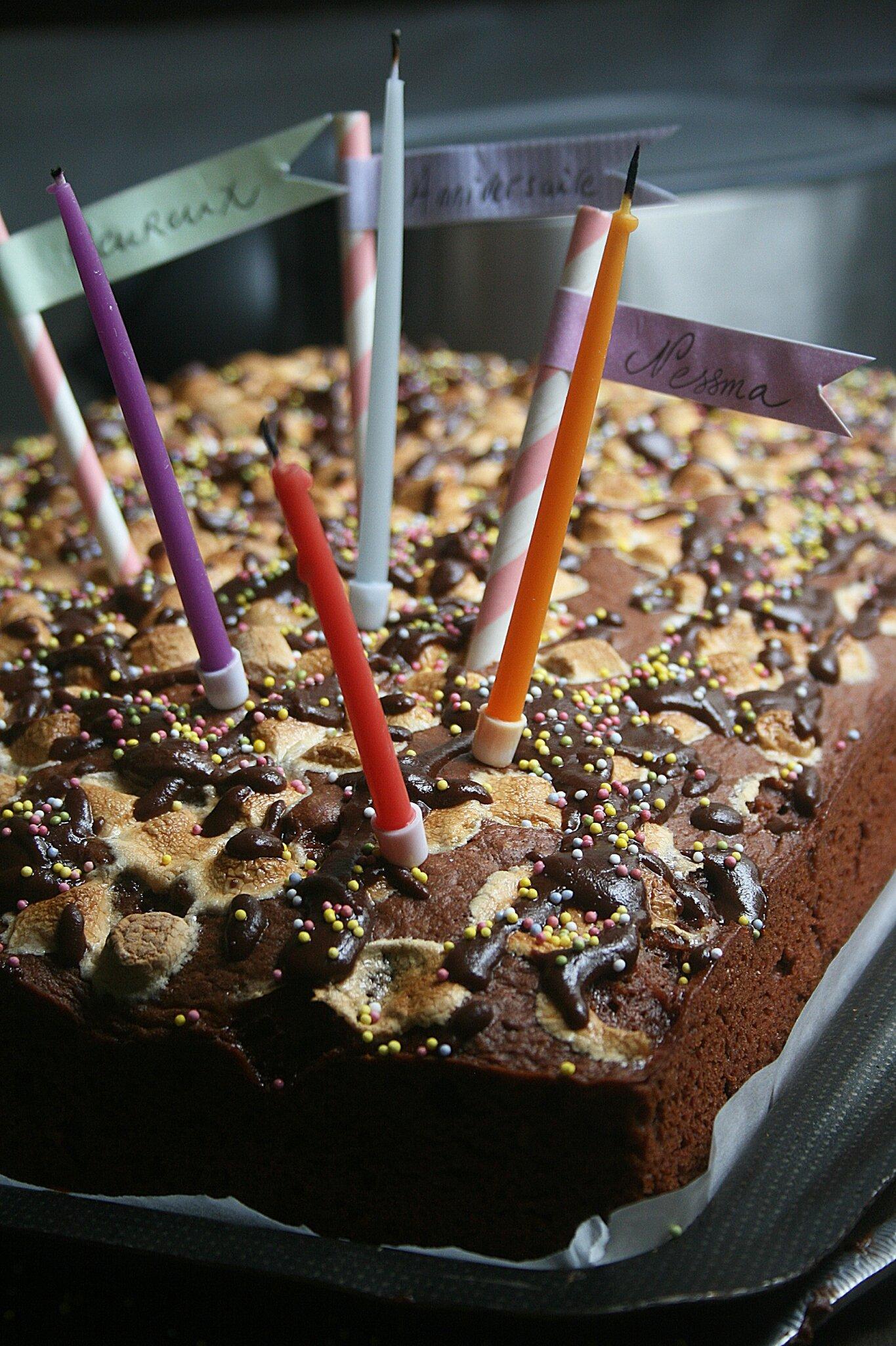 Gâteau au chocolat, noix de coco et guimauve