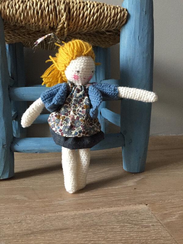 poupée mini crochet