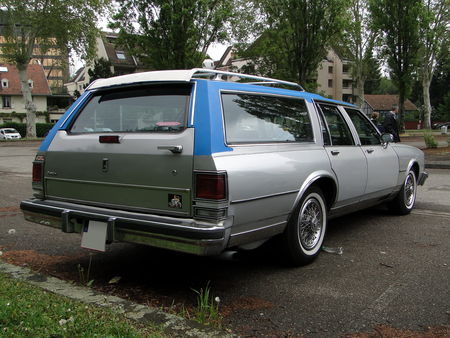 OLDSMOBILE Custom Cruiser Wagon 1986 Retrorencard 2