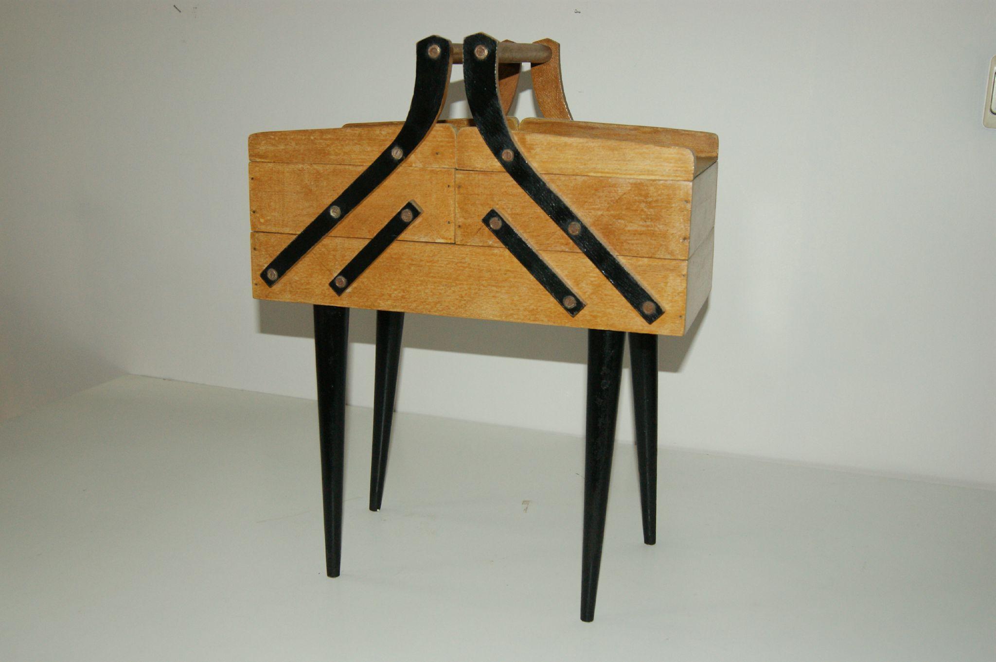 travailleuse vintage naaidoos vintage goldies. Black Bedroom Furniture Sets. Home Design Ideas