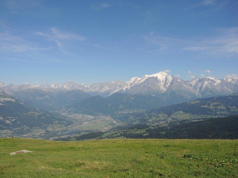 Cordon, randonnée belvédère, chalets des Bénés, champ et massif du Mont Blanc (74)