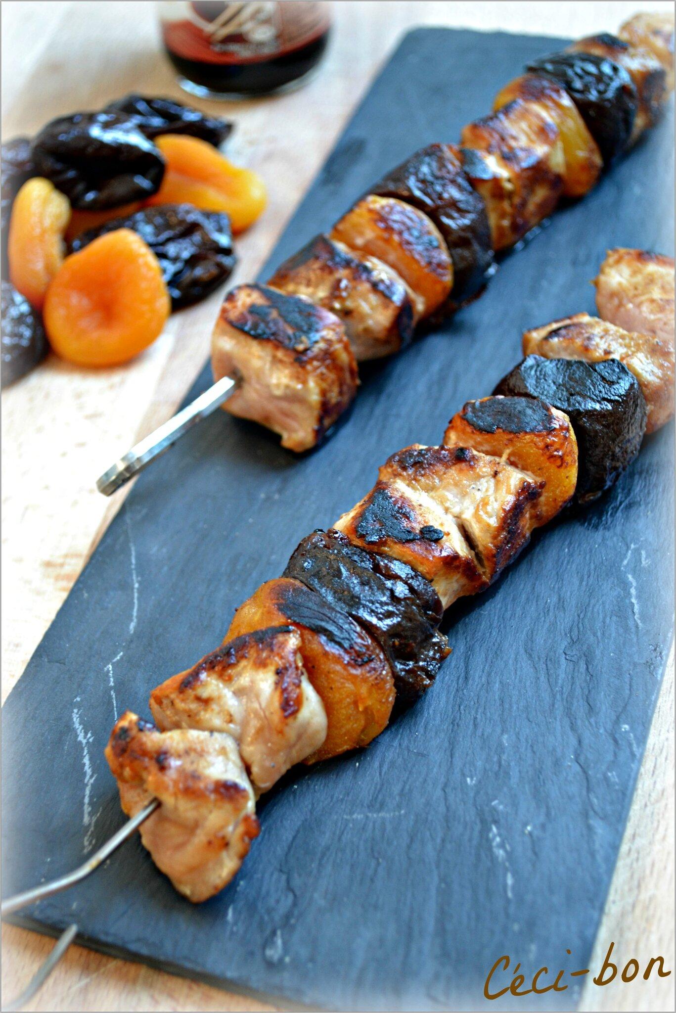 Brochettes de porc aux arbicots secs et aux pruneaux la - Cuisiner les pruneaux ...