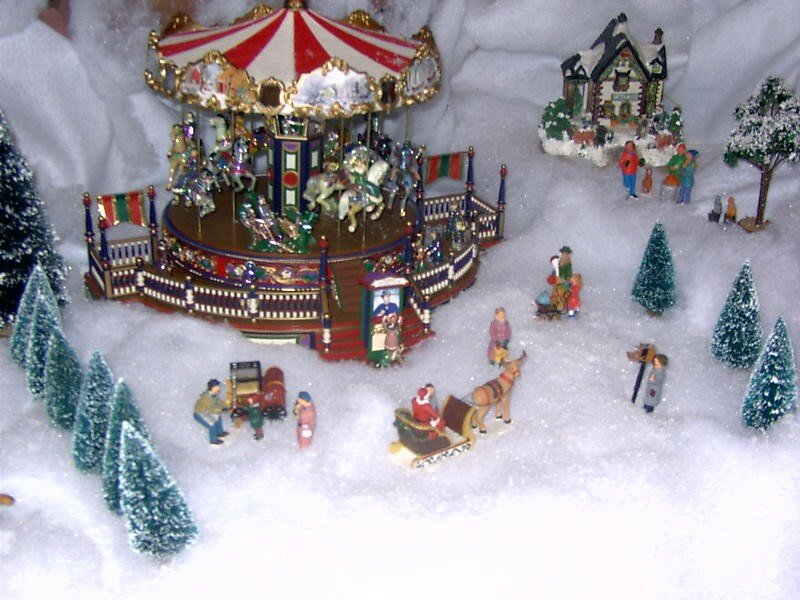 Le man ge enchant photo de village de no l 2003 noel miniature - Village de noel miniature ...