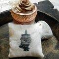 De nouvelles créations arrivent ! une petite série de 4 petits coussins de lavande avec de jolis dessins rétro