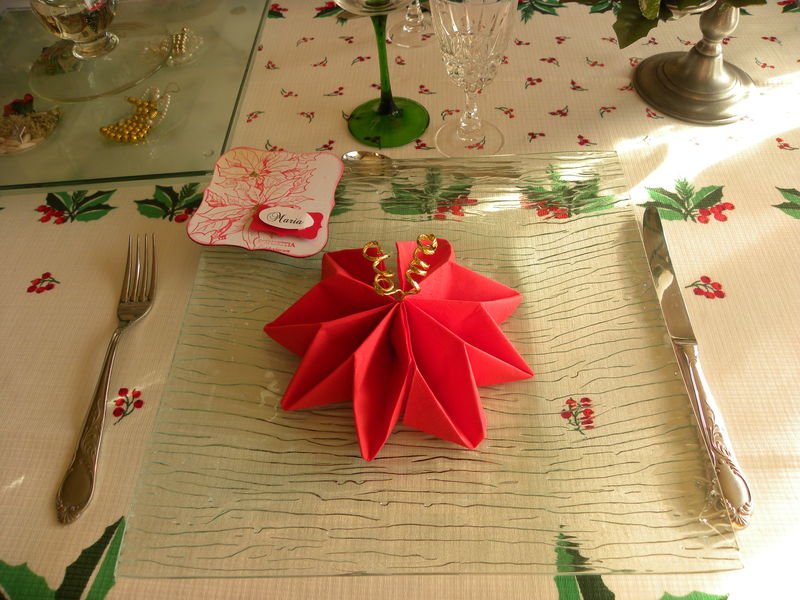 Pin table noel rouge et or 3 jpg on pinterest for Table noel rouge