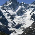 Gros plan sur les glaciers de la Meije.