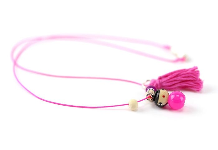 collier-pompon-rose-fluo-1