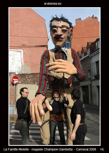 FamilleMolette-magasinChampion-Carnaval2008-067