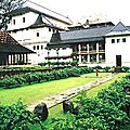 a10b-img027_Kandy-temple-ext_jardin