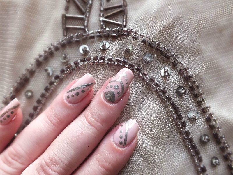 nailsorming-vetements-robe-promod-broderies-elf-rose-pale-dean-nailmatic (3)