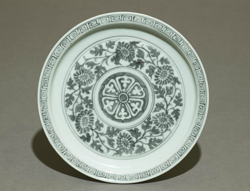 Porcelain saucer dish with flowers, Hongwu period, 1360 - 1400, Ming Dynasty (1368 - 1644)