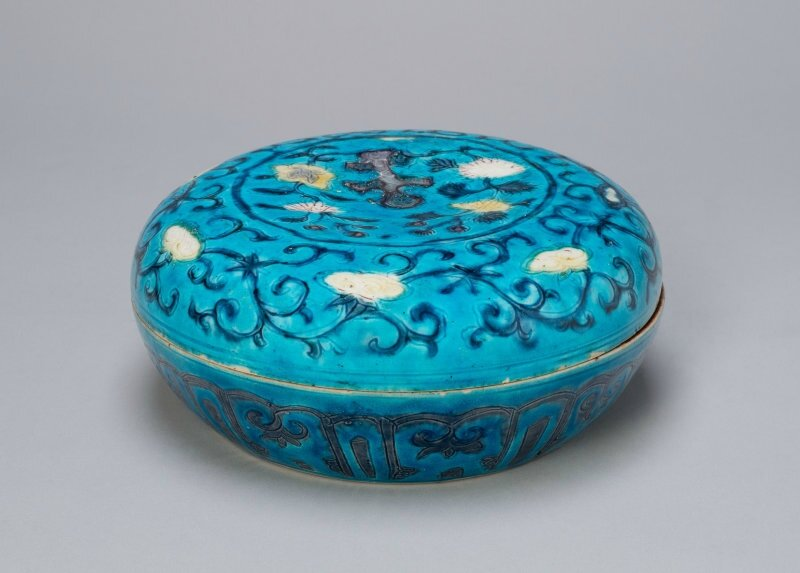 Circular Covered Box with Floral and Lingzhi Mushroom Scrolls, Ming dynasty (1368–1644), 16th century