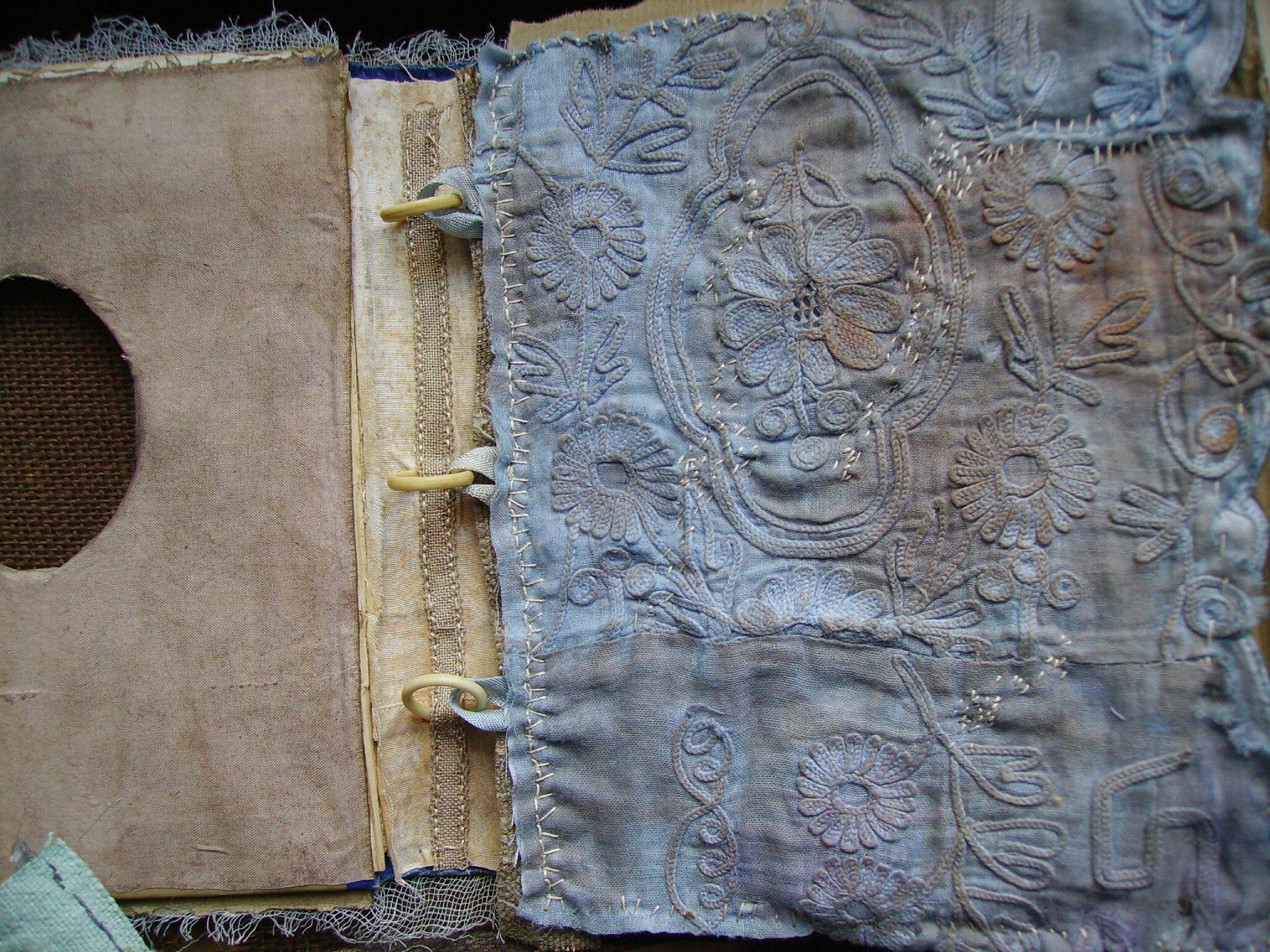 le livre bleu et brun, 2.