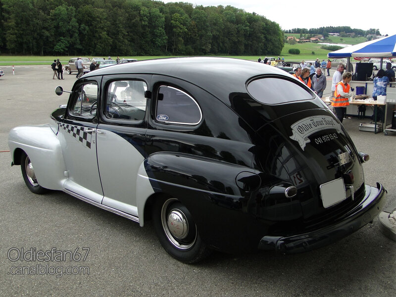 Ford Fordor custom 1946-1947-02