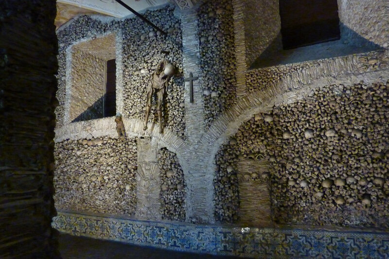 Capella dos ossos, Evora