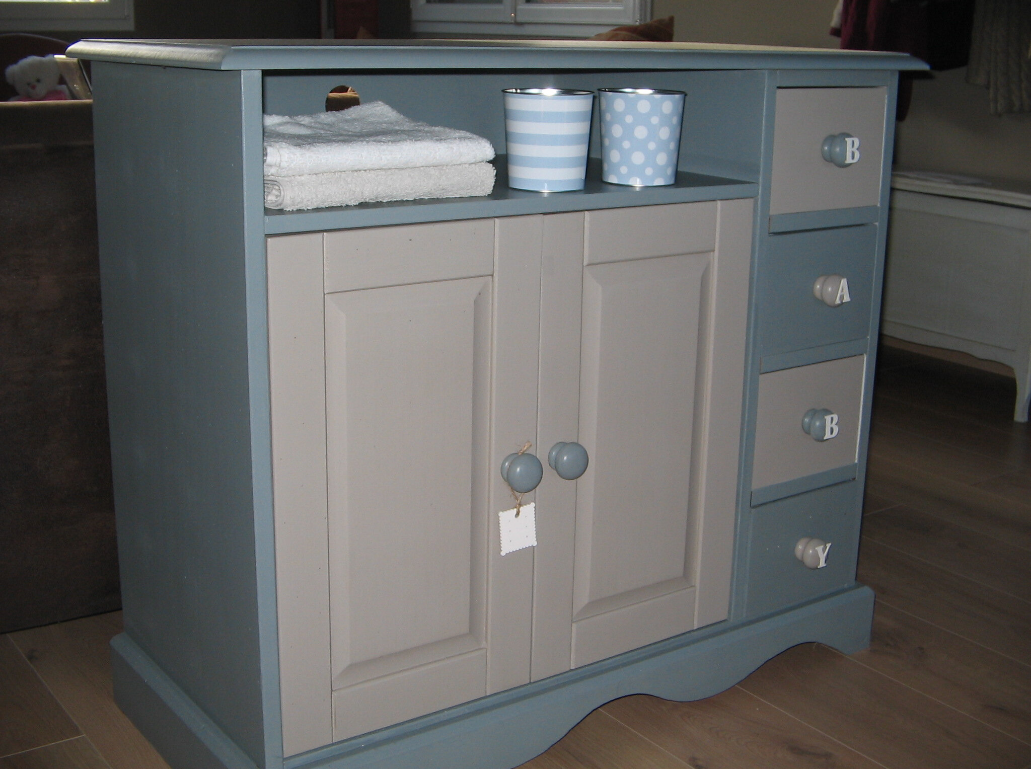 Meuble D Entrée Industriel meuble en pin relooké en table a langer ou meuble tv